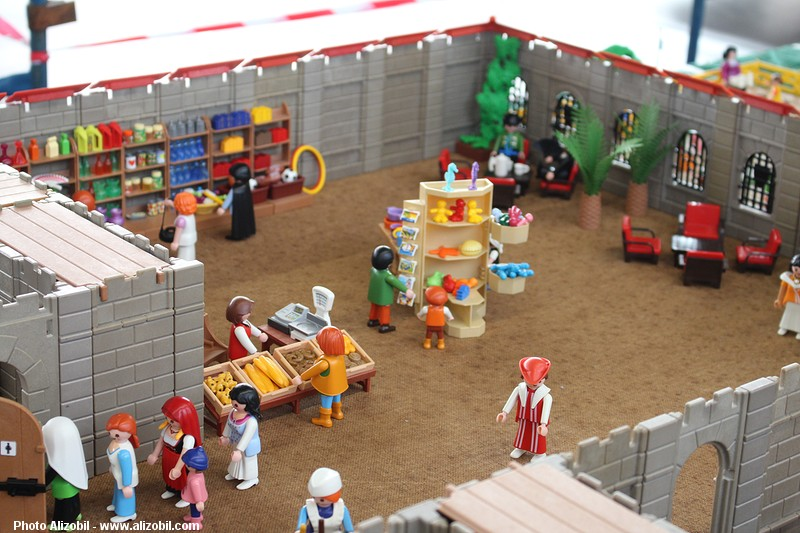 IMG_7949-Playmobil-photos-Alizobil-exposition-Rochechouart-le-page-2014.jpg
