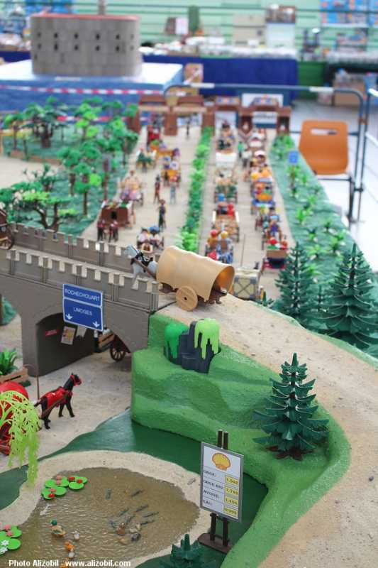 IMG_7960-Playmobil-photos-Alizobil-exposition-Rochechouart-le-page-2014.jpg