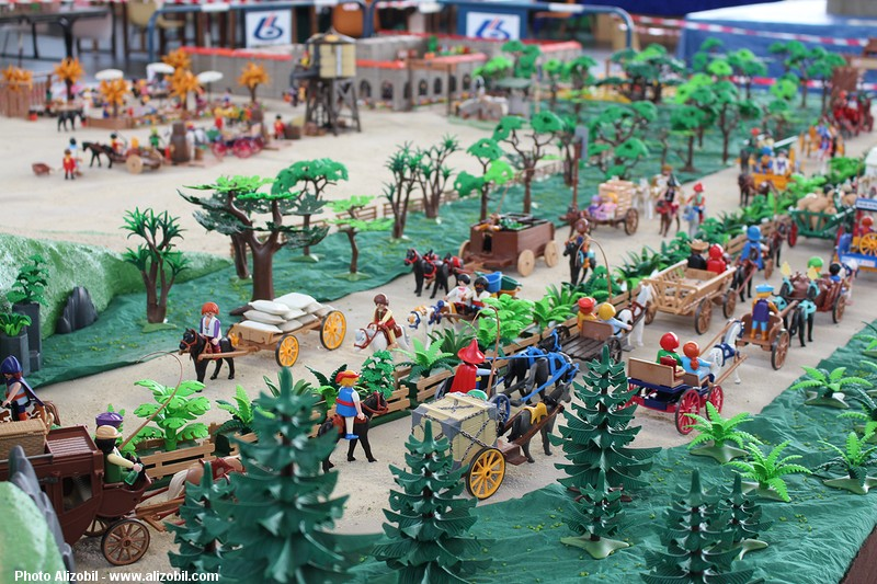 IMG_7961-Playmobil-photos-Alizobil-exposition-Rochechouart-le-page-2014.jpg