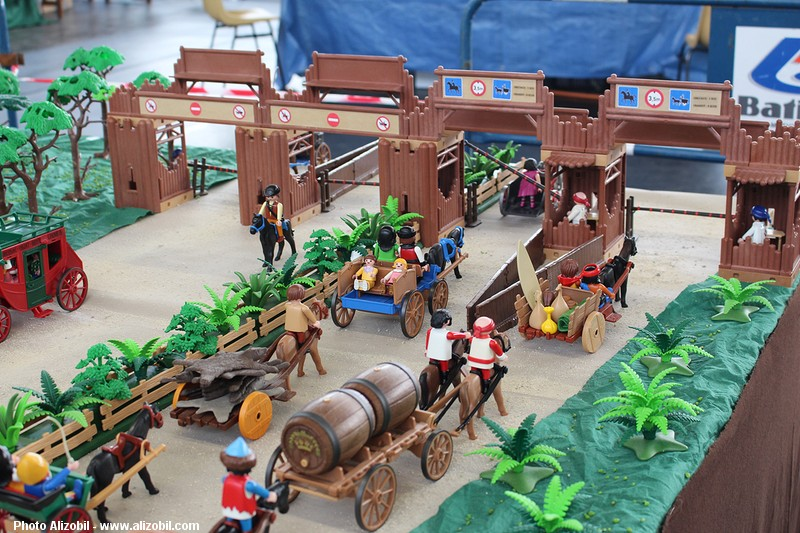 IMG_7963-Playmobil-photos-Alizobil-exposition-Rochechouart-le-page-2014.jpg