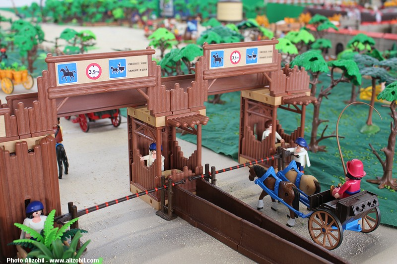 IMG_7966-Playmobil-photos-Alizobil-exposition-Rochechouart-le-page-2014.jpg